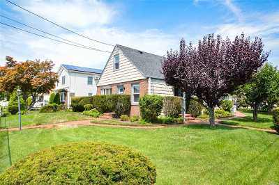 Hicksville Single Family Home For Sale: 18 Gerald Ave
