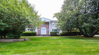 Melville Single Family Home For Sale: 43 Louis Dr