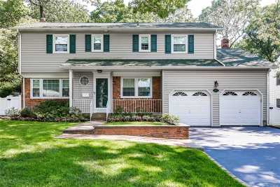 Syosset Single Family Home For Sale: 49 School House Ln