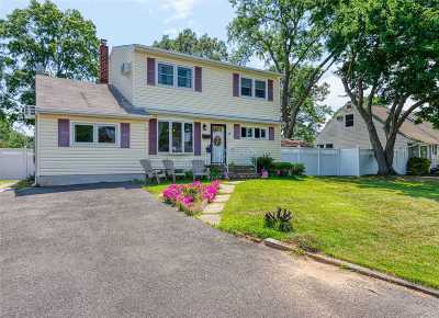 West Islip Single Family Home For Sale: 64 Roderick Rd