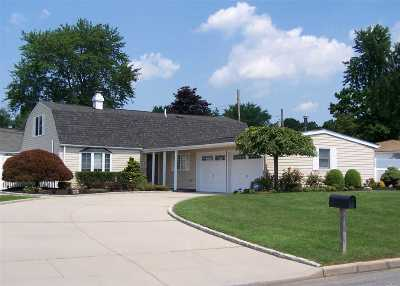 Holbrook Single Family Home For Sale: 9 All Points Dr