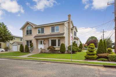Franklin Square Single Family Home For Sale: 89 Commonwealth St