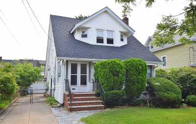 Freeport Single Family Home For Sale: 127 Bedell St