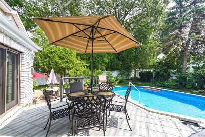 Syosset Single Family Home For Sale: 45 Robert Cir