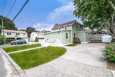Hewlett Single Family Home For Sale: 90 Tracy Pl