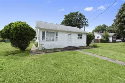 Shirley Single Family Home For Sale: 34 Lombardy Dr