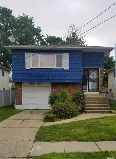 Hempstead Single Family Home For Sale: 46 Sutton St