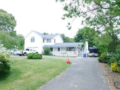 Selden Single Family Home For Sale: 81 Hawthorne St