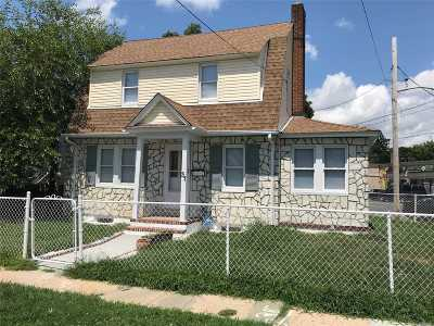 Hempstead Single Family Home For Sale: 37 Frazier St