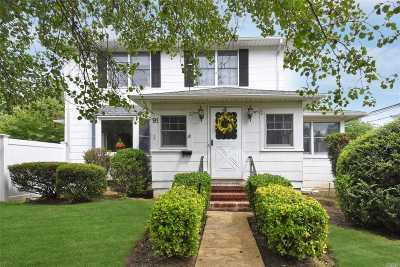 Lynbrook Single Family Home For Sale: 91 Jarvis Pl