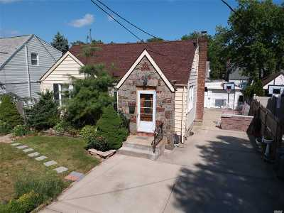 Franklin Square Single Family Home For Sale: 145 Madison St