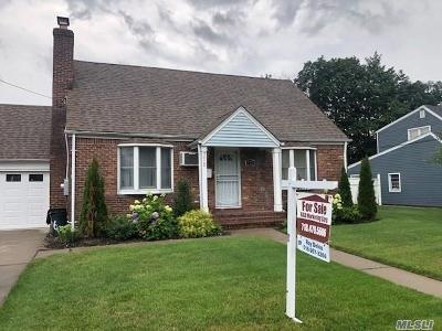 Uniondale Single Family Home For Sale: 776 Goodrich St