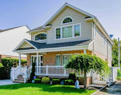 New Hyde Park Single Family Home For Sale: 542 Beech St
