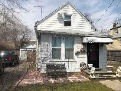 Hewlett Single Family Home For Sale: 1182 Division St