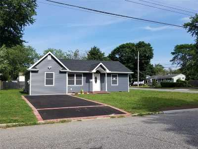 Central Islip Single Family Home For Sale: 31 Boulevard Ave