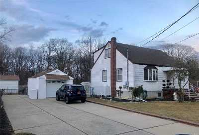 N. Massapequa Single Family Home For Sale: 257 N Poplar St