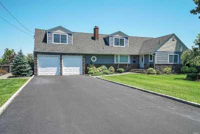 Islip Single Family Home For Sale: 89 Elder Rd