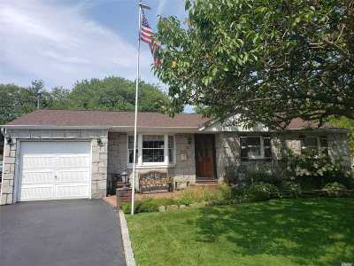 Sayville Single Family Home For Sale: 31 Bethesda Ln