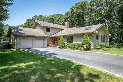 Bohemia Single Family Home For Sale: 28 Willowview Ct