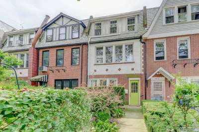 Forest Hills Single Family Home For Sale: 68-54 Dartmouth St