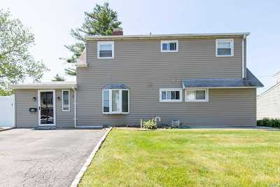 Levittown Single Family Home For Sale: 9 Greenbelt Ln