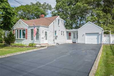 Patchogue Single Family Home For Sale: 101 Franklin St