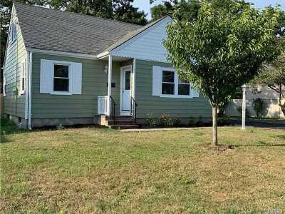 Islip Single Family Home For Sale: 97 Root Ave