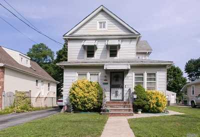 Farmingdale Single Family Home For Sale: 21 Duane St