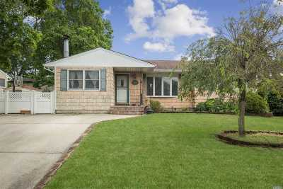 Centereach Single Family Home For Sale: 366 Hawkins Rd