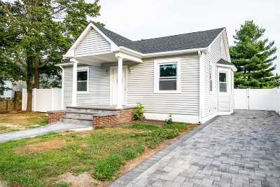 Copiague Single Family Home For Sale: 10 Pleasantview Ct