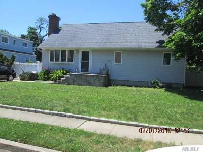 Copiague Single Family Home For Sale: 255 Grant Ave