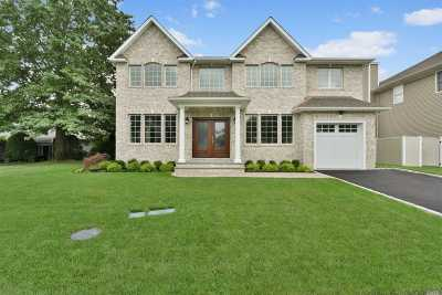Syosset Single Family Home For Sale: 55 Belmont Cir
