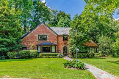 Manhasset Single Family Home For Sale: 74 Chapel Rd