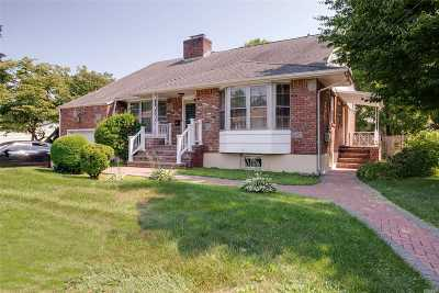 Westbury Single Family Home For Sale: 520 Livingston St