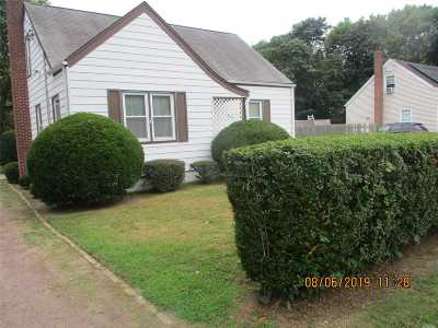 Central Islip Single Family Home For Sale: 32 William Ave