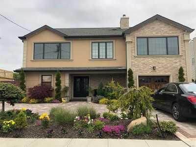 Lindenhurst Single Family Home For Sale: 110 Surf Rd