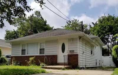 Hempstead Single Family Home For Sale: 50 Dorlon St