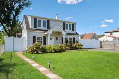 Levittown Single Family Home For Sale: 82 Sycamore Ln