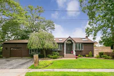 Farmingdale Single Family Home For Sale: 69 Vandewater St