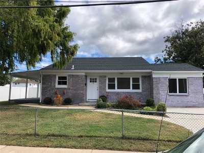 Farmingdale Single Family Home For Sale: 9 Hart St