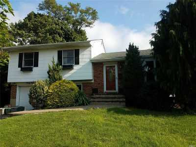 Syosset Single Family Home For Sale: 45 N.pickwick Dr