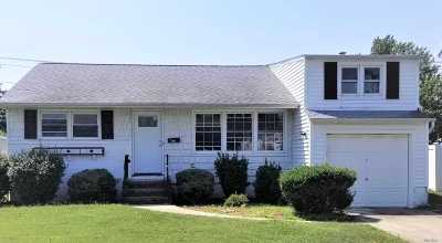 Hicksville Single Family Home For Sale: 146 S Fordham Rd