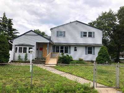 East Meadow Single Family Home For Sale: 1880 Longfellow Ave
