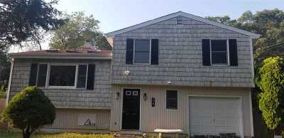 Central Islip Single Family Home For Sale: 98 Fig St