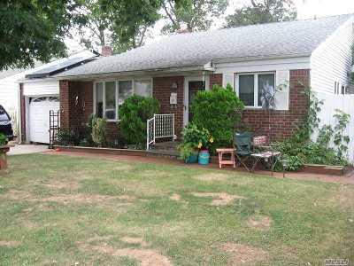Farmingdale Single Family Home For Sale: 32 Avenue I