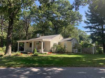 Manorville Single Family Home For Sale: 11 Old River Rd