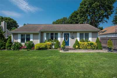 Bay Shore Single Family Home For Sale: 1400 Lombardy Blvd
