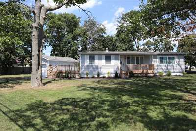 Shirley Single Family Home For Sale: 81 Pinetree Dr