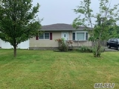 Shirley Single Family Home For Sale: 14 Rugby Dr