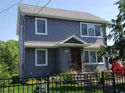 Copiague Multi Family Home For Sale: 220 Abbington Ct